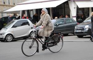 pastel turban on bike via www.hanneli.com
